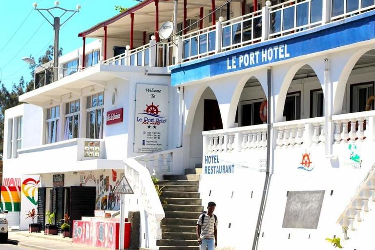 Le Port Hotel, Anosy