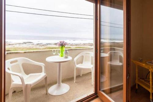 House with one bedroom in Moledo with wonderful sea view balcony and WiFi, Caminha
