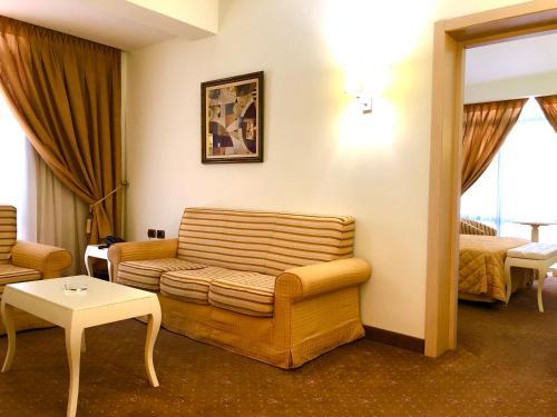 Hotel Fieri, Fierit