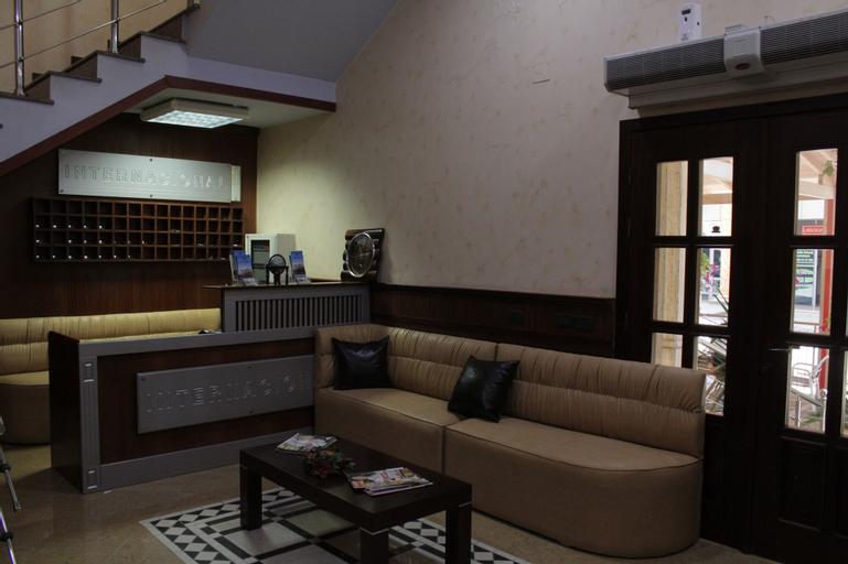 Hotel International, Fierit