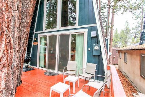 Twin Pines Cabin-1781 by Big Bear Vacations, San Bernardino