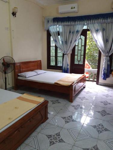 Nha Nghi Pham Huong, Sầm Sơn