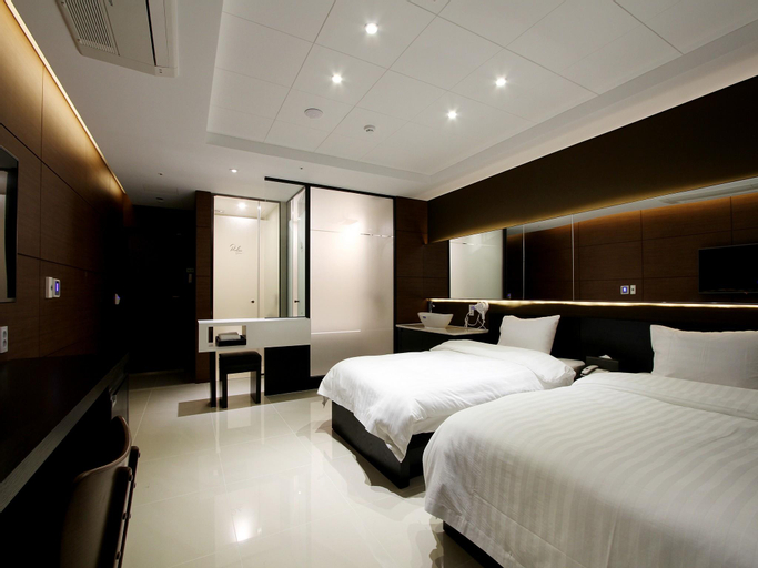 R Lee Suite Songdo, Yeonsu