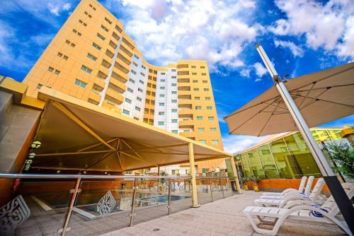 Exquisite Suite Minutes From Al Mamzar Beach,