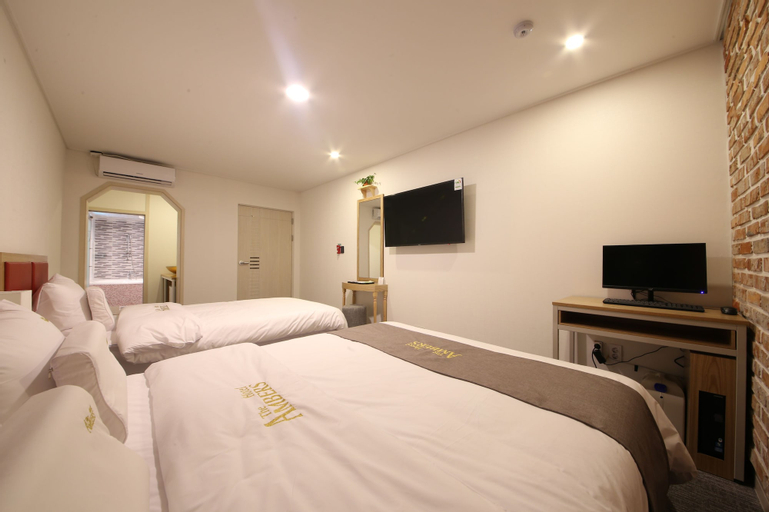 Hotel Ambers, Yeonje
