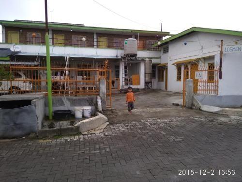 Losmen tokyo, Karo