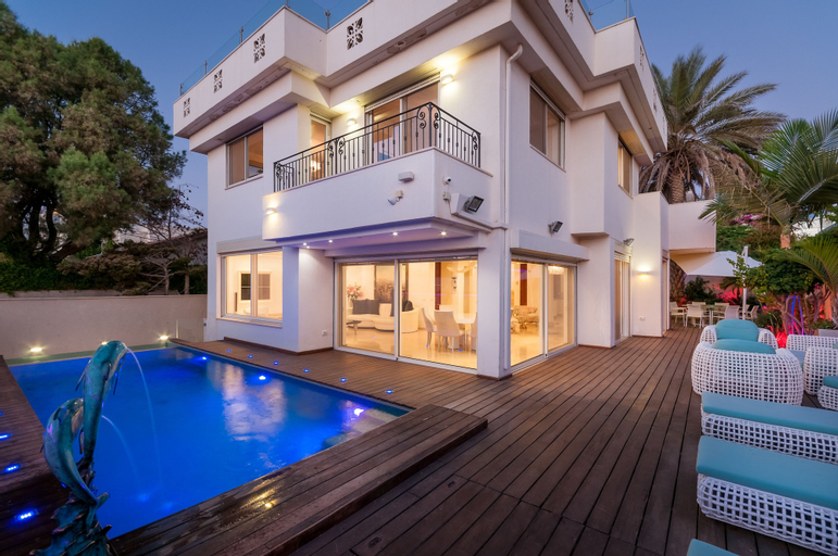 Luxurious Villa with great location,
