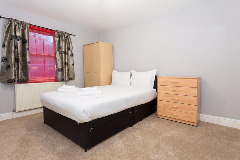 3 Bedroom House in Lewisham Sleeps 7, London