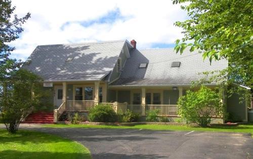 Carriage House Inn, Division No. 6