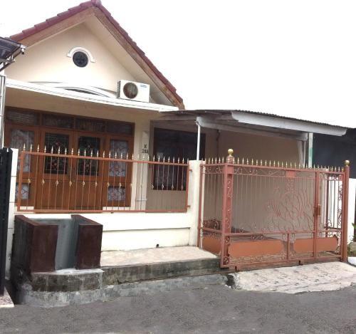 Royal Guest House 2, Surabaya