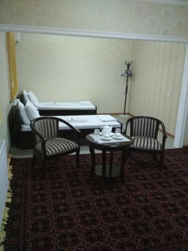 Oazis Hotel, Qibray