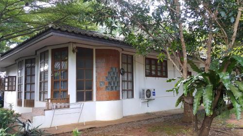 Corner House, K. Ko Kut