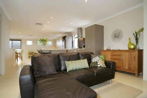 Seal 4 Bedroom House by Shoalwater Executive Homes, Rockingham
