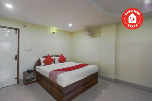 OYO 68172 First Crown Inn, Faridabad