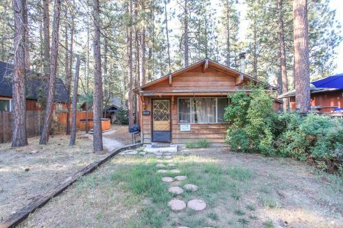 Romantic Getaway by Big Bear Cool Cabins, San Bernardino