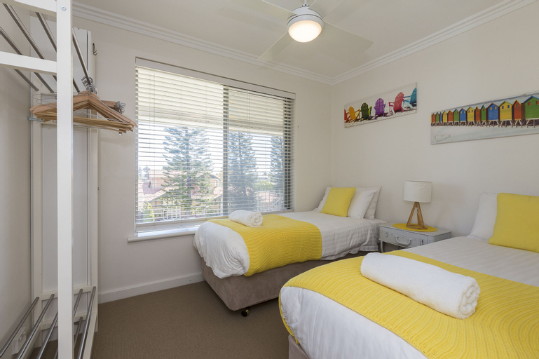 Cottesloe Beach Pines Apartment, Cottesloe