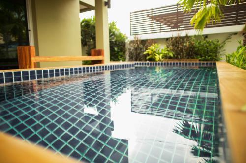 The Suvarnabhumi Apartment, Bang Plee