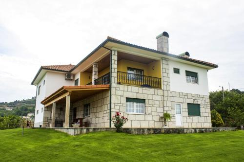 House with 5 bedrooms in Britiande with wonderful mountain view enclosed garden and WiFi, Lamego