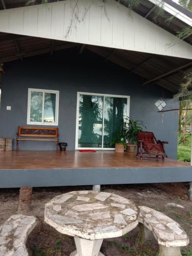 บ้านพักติดทะเล โฮมเสตย์, Khlong Yai