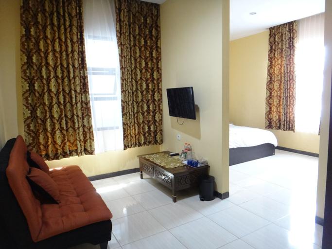 Front One Inn Malang, Malang