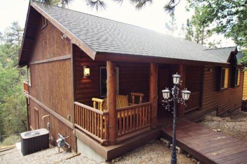 Snowy Evening Lodge, San Bernardino