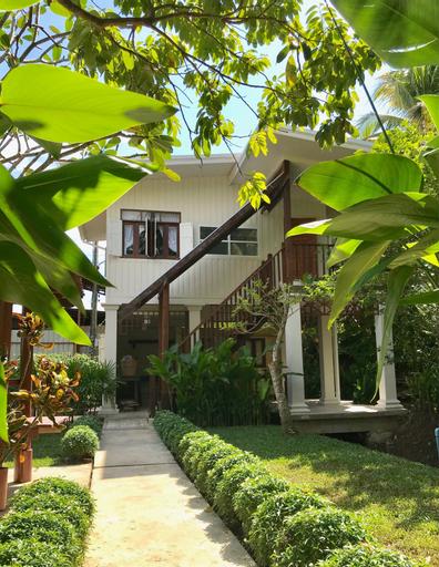 Baan Suan Amphawa, Amphawa