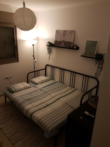Private Bed and Bathroom in Netanya,