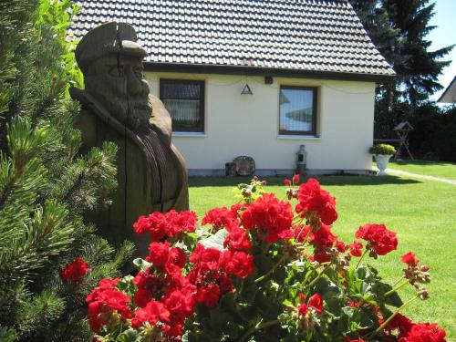 Charming Holiday Home in Kuhlungsborn with Terrace, Rostock