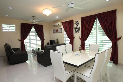 D Resort Homestay 16pax BBQ, WiFi, swimming pool Gyms, Manjung