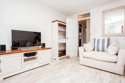 Stunning Spacious South London 1-Bed Apartment with Balcony, London