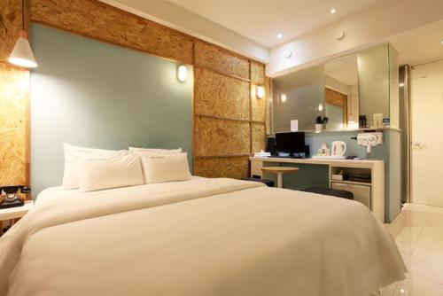 Meriel Hotel, Dobong