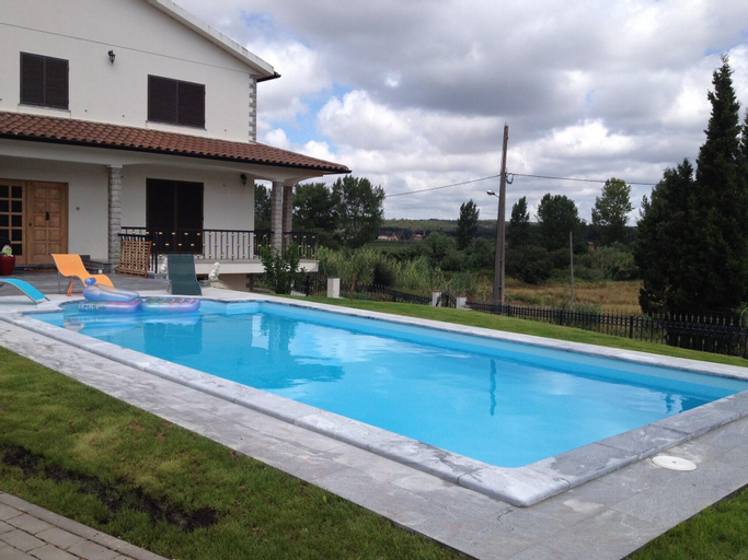 Villa With 4 Bedrooms in Maxial, With Wonderful Mountain View, Private Pool and Enclosed Garden - 24 km From the Beach, Torres Vedras