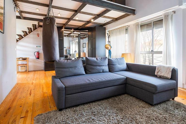 Modern Mezzanine Apartment in Lisbon, Lisboa