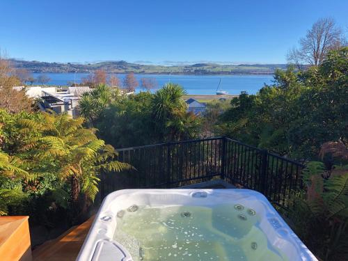 Bayview Lake Taupo, Taupo