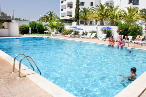 Villa Shradhala - FOUR bedrooms semi-detached house with shared swimming pool, Loulé