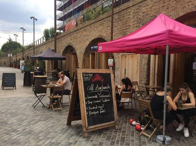 Bright & Spacious Studio Flat in SE8, London