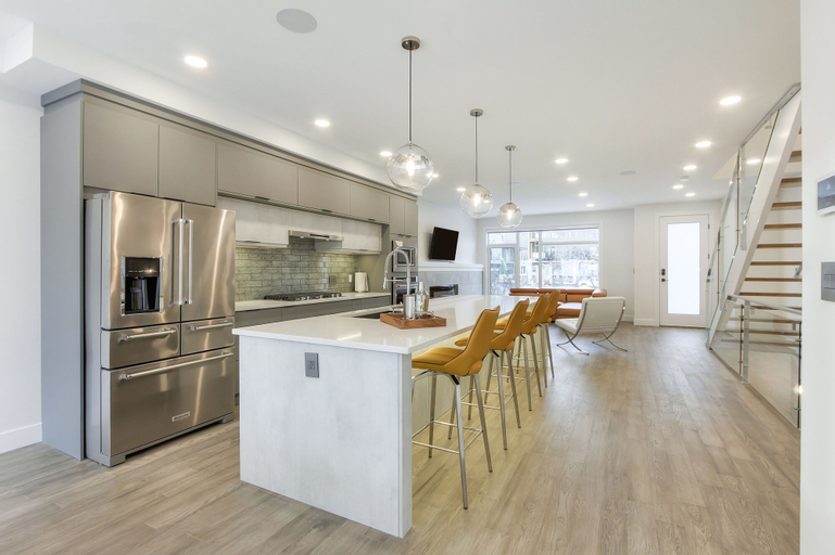 NEW LUXURY TOWNHOME 25, Division No. 11