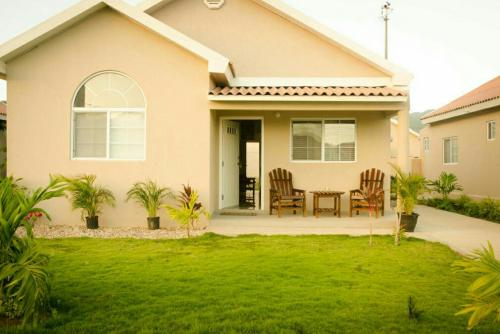caymanas estate AJ Guest house,