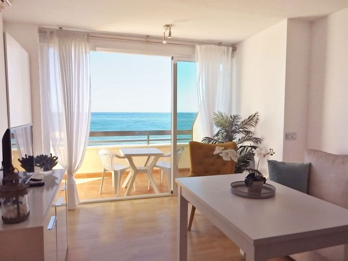 Waterfront Rocachica Apartment, Málaga