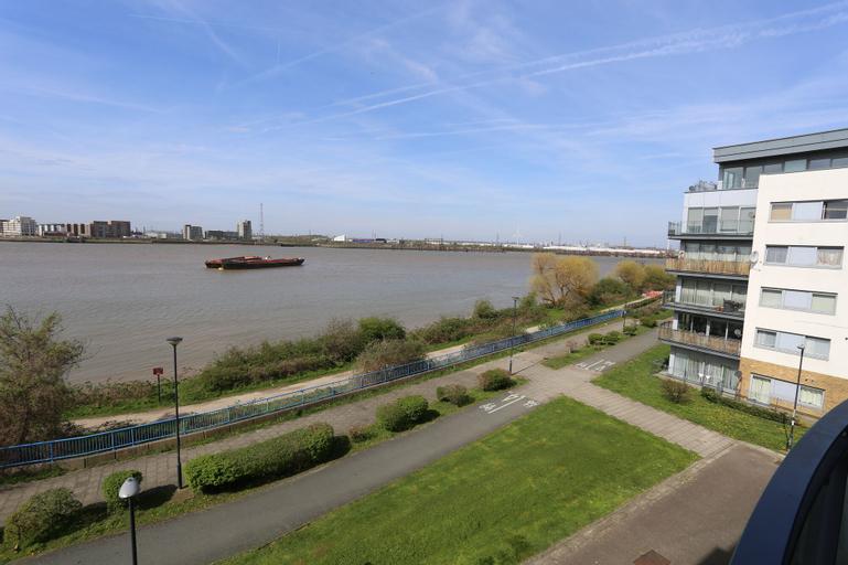 2 Beds Riverview HillHouse Apartment, London