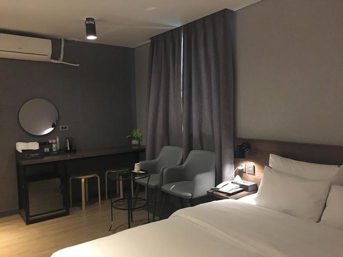 MOMO Hotel, Dobong