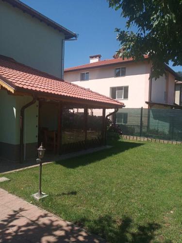 Sunday House Elin Pelin, Varshets