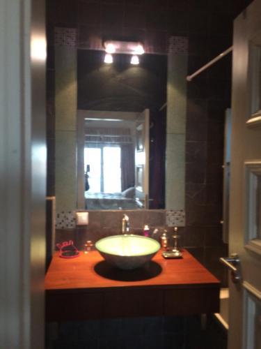 Sunny Suite in a Golf Condominium, Lisboa