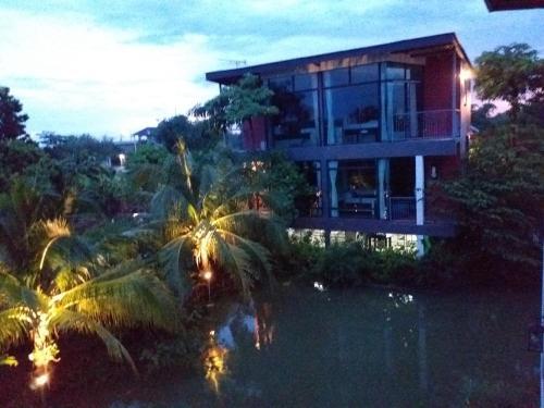 Plernsalaya resort, Phuttha Mon Thon
