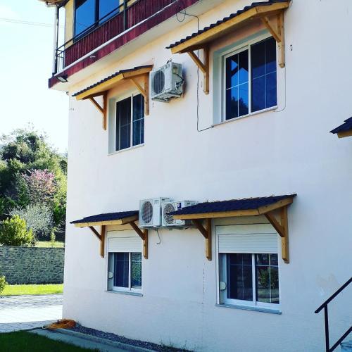 Hotel Aroma, Elbasanit