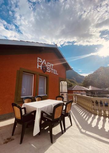 Part Hostel, Peć