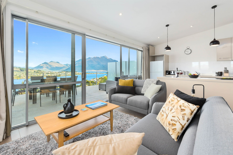Contemporary Hilltop Abode, Queenstown-Lakes