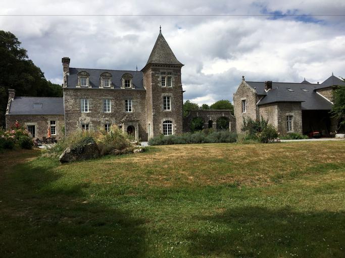 Chateau De La Ville Voisin, Morbihan