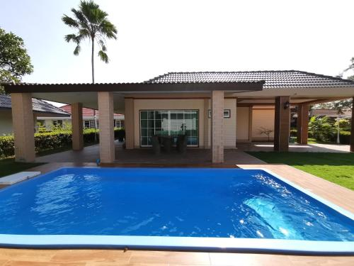 Rock Garden Beach B35 Pool Villa By Sand-D House, Klaeng
