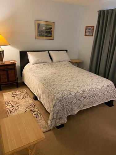 Vero Beach, private room and bath in condo, Indian River